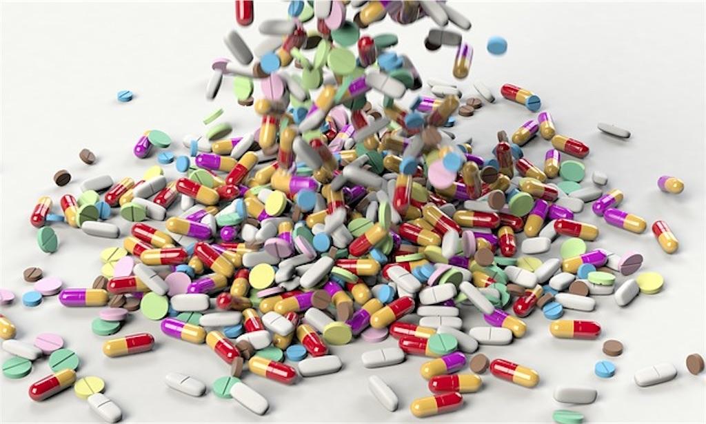 カラフルな薬