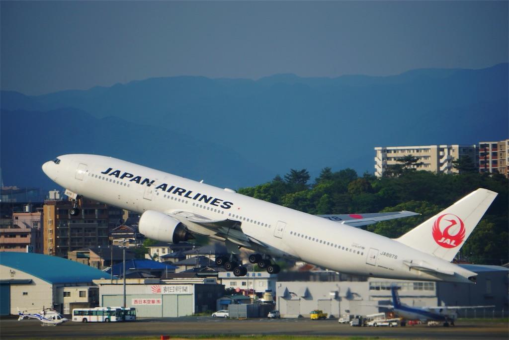 福岡空港で撮影した飛行機の写真です