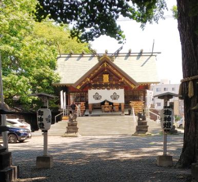 鳥居をくぐって諏訪神社に到着