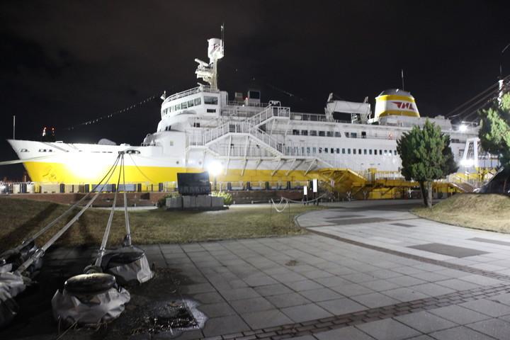 Memorial-ship-HakkodaMaru,aomori-port