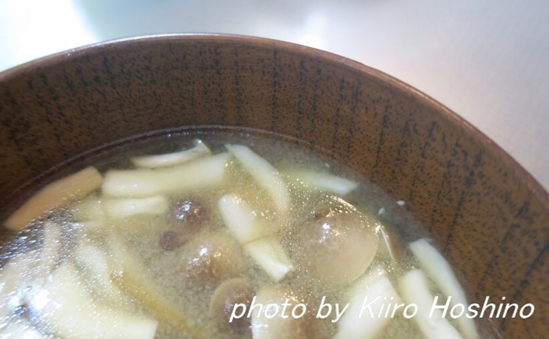 味噌汁に炒め物、完成