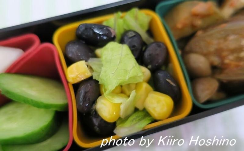 お弁当、2016-8-16、黒豆レタスサラダ