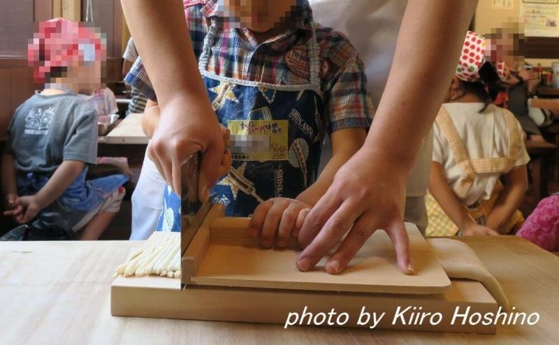 丸亀製麺、包丁カット