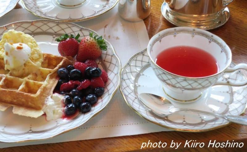 香港アフタヌーンティー、紅茶とワッフル
