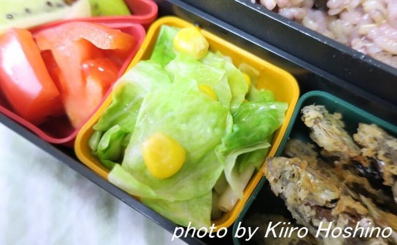 お弁当、2016-10-25、茹でキャベツのコーン和え