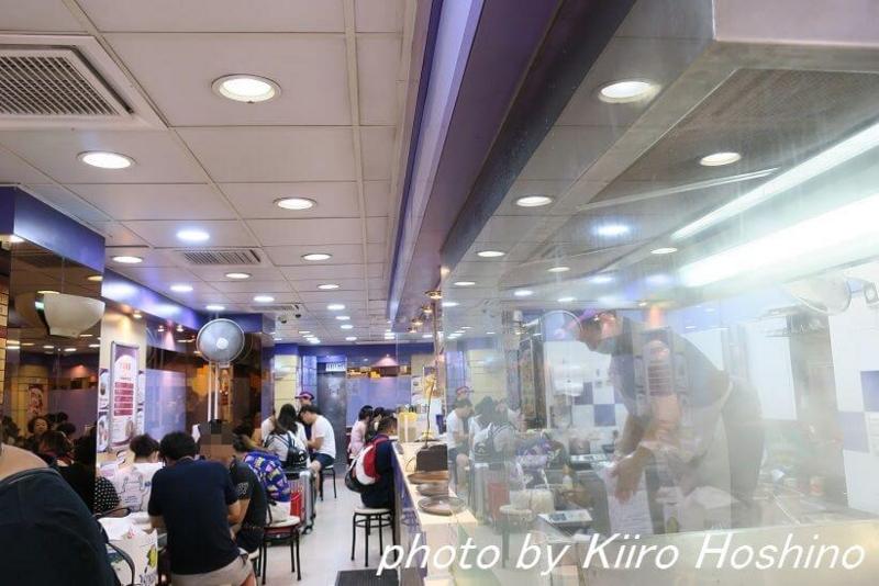 香港・海皇粥店、店内通路