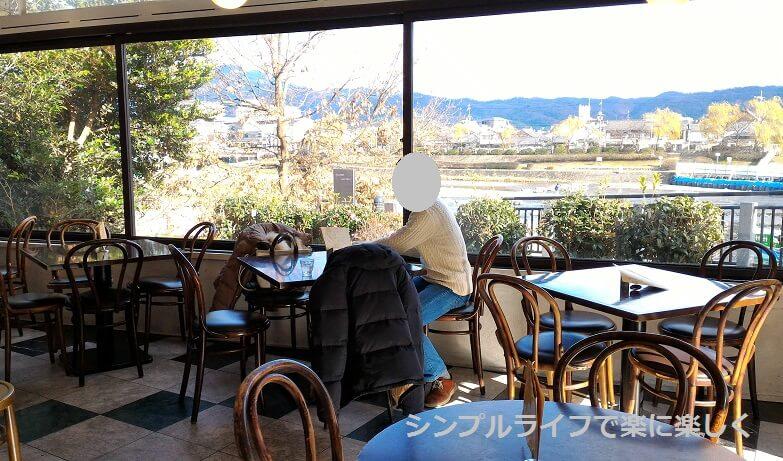京都・ボンボンカフェ、店内