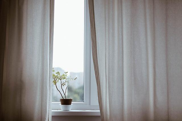 カーテン見直し by pixabay