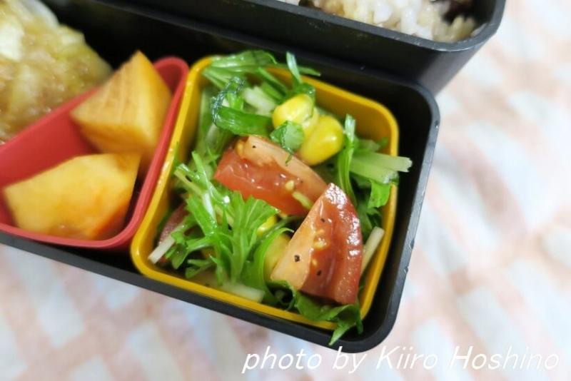 お弁当、2016-12-15、水菜とトマトサラダ