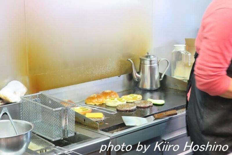 グランドバーガー、厨房
