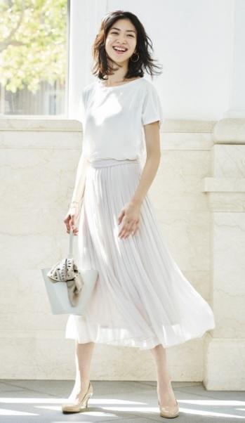 ユニクロスカートコーデ、白×白