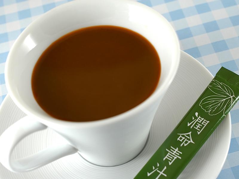 長命草(ボタンボウフウ)・大麦若葉¥・桑の葉配合 潤命青汁を野菜ジュースに入れました