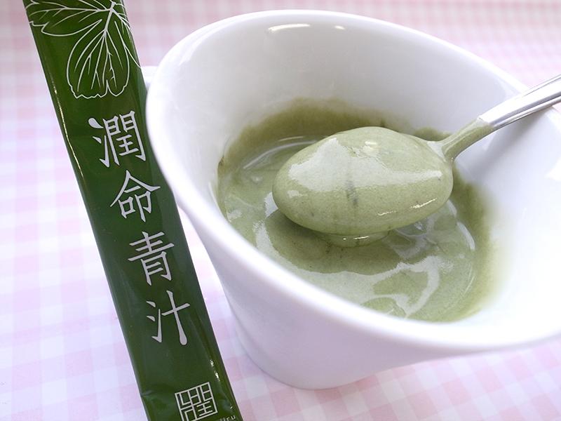 長命草(ボタンボウフウ)・大麦若葉・桑の葉配合潤命青汁と美白美肌効果にアロエヨーグルト