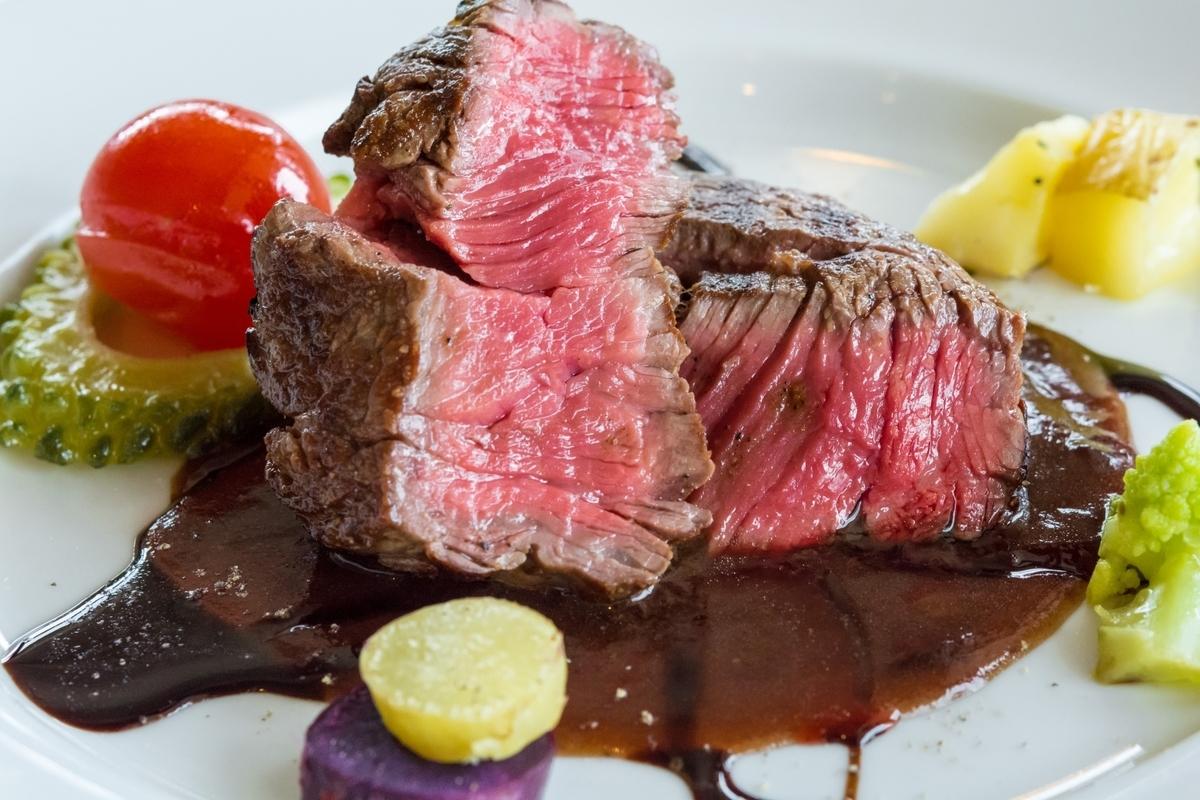 なぜ牛肉はレア(生)で食べても大丈夫なのか?
