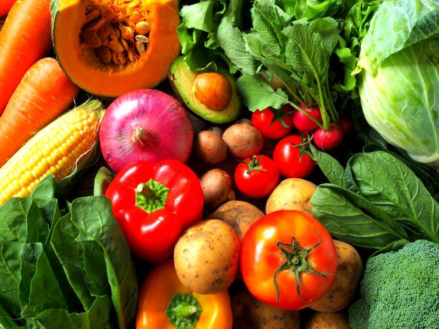 酸化ストレスによる炎症や老化を防ぐには、野菜や果物中心の食生活を送ることが大切