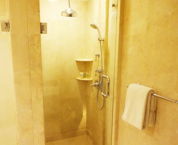バリ島 アヤナ リゾート アンド スパ バリ シャワー