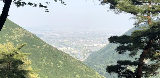 岐阜のマチュピチュ 天空の遊歩道Aコースの休憩ポイントから見える金華山