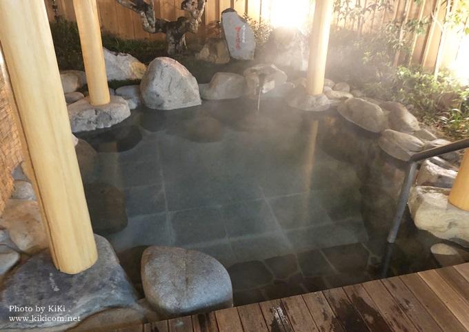 睦館の露天風呂の様子
