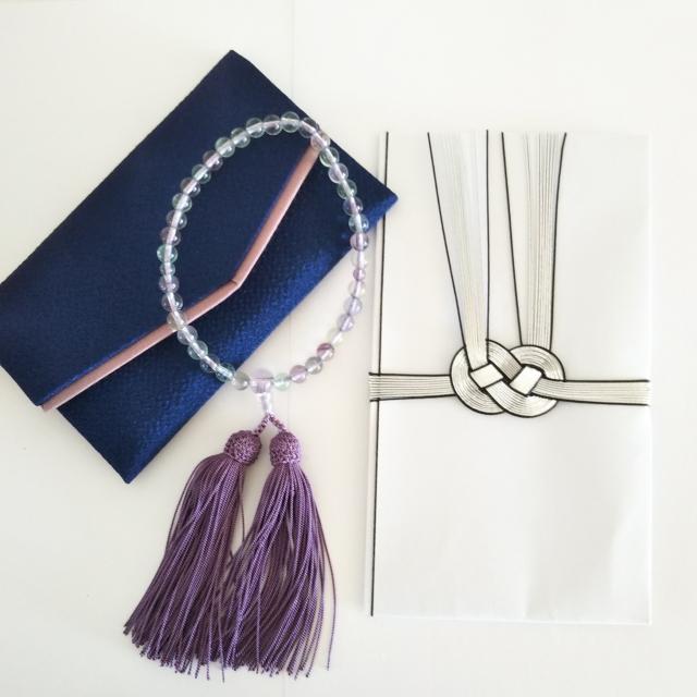 袱紗と数珠、不祝儀袋の写真