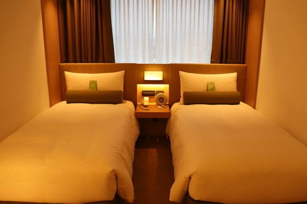 台北のCAESAR METROホテルのベッド