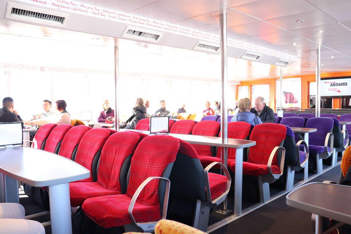 Rottnest Expressの船内
