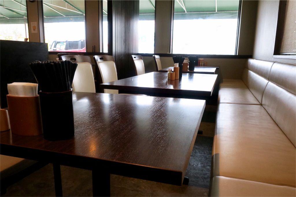 大地のうどん テーブル席