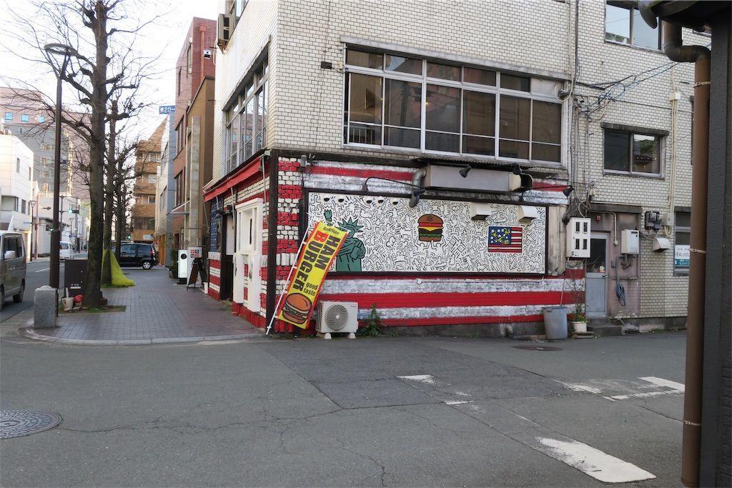 熊本市内の曲がり角 ハンバーガーショップ