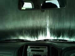 雨だけど洗車機