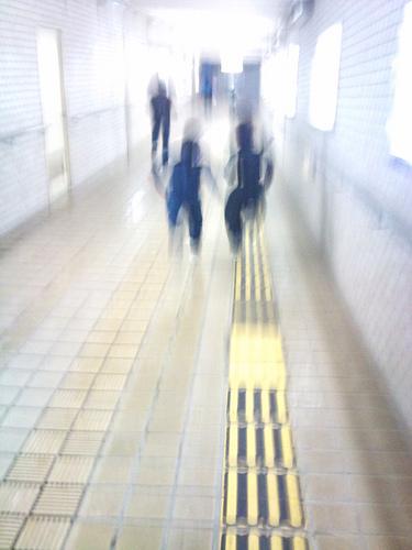 地下道を走る忍者