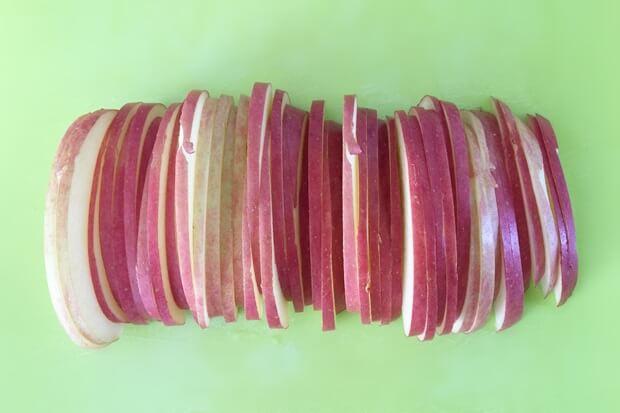 フライパンりんごケーキレシピのりんごの切り方