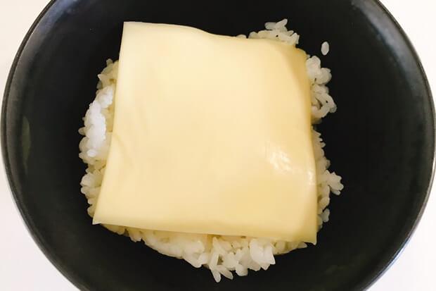 カルボナーラ卵かけご飯チーズ