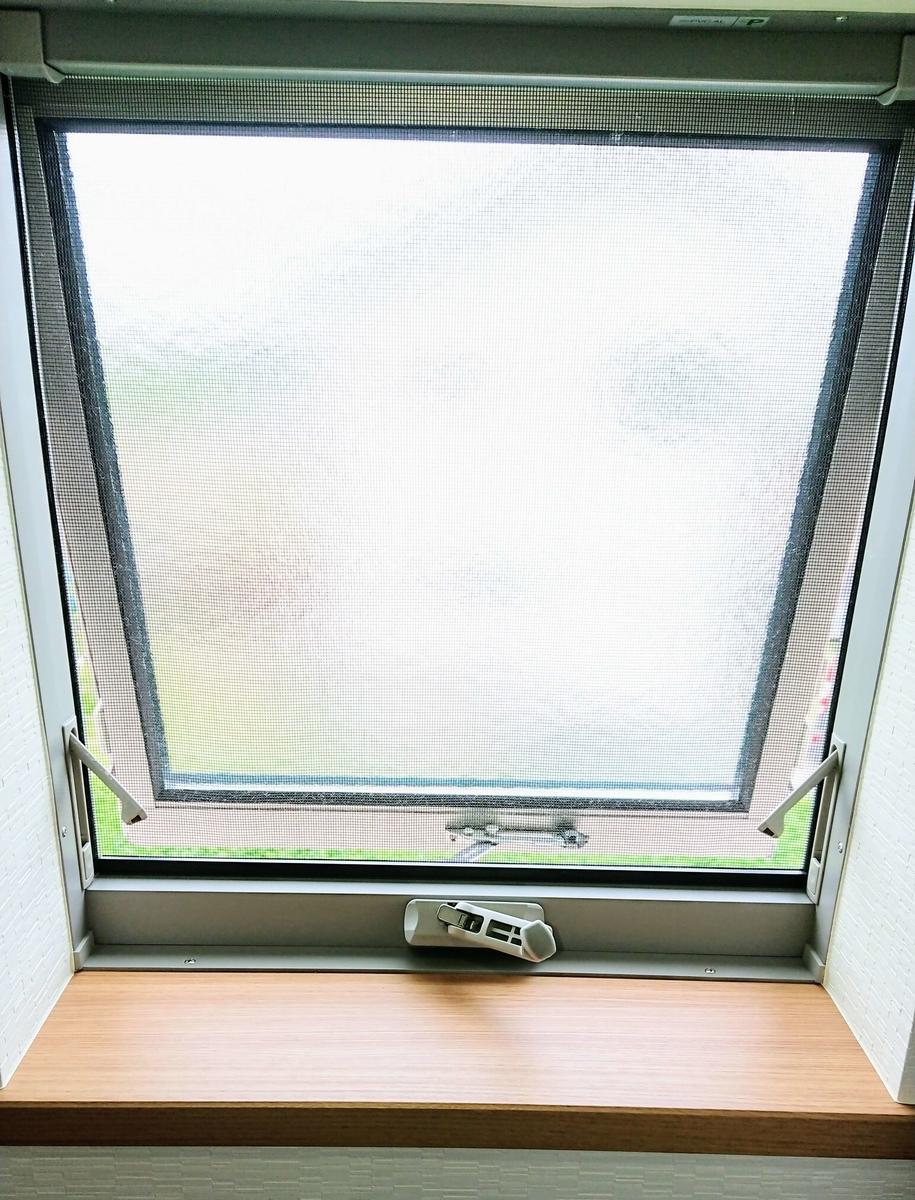横すべり出し窓
