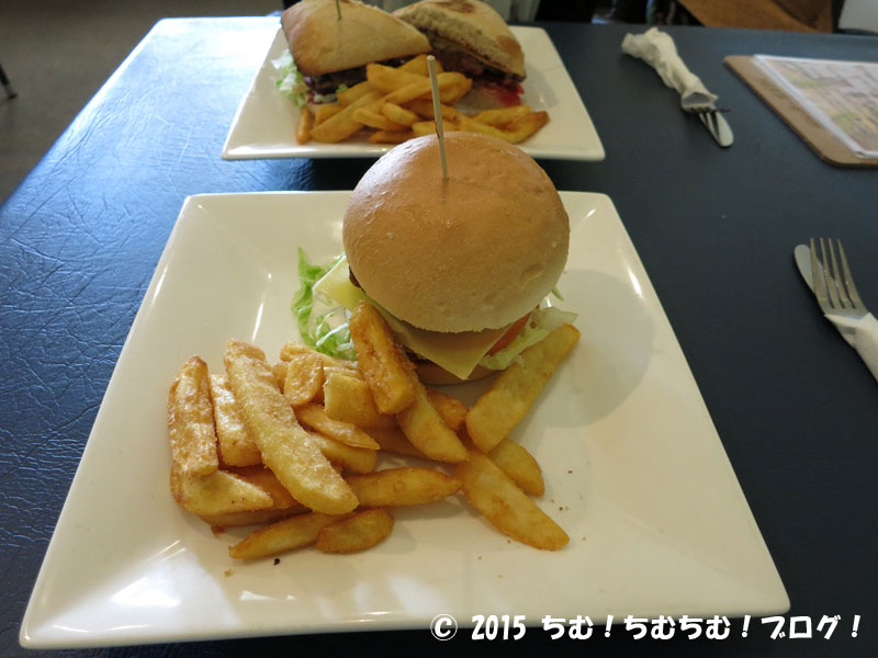 cairins Courthouse Hotelのハンバーガー