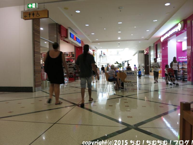 ショッピングセンターの内装