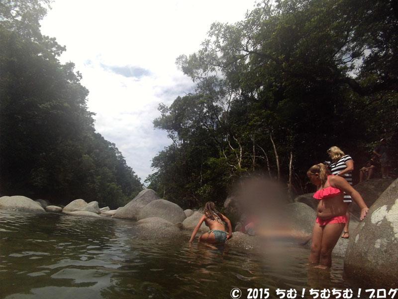 防水カメラで撮った川