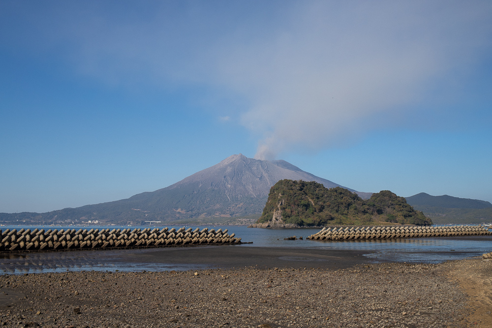 海潟海岸から望む桜島