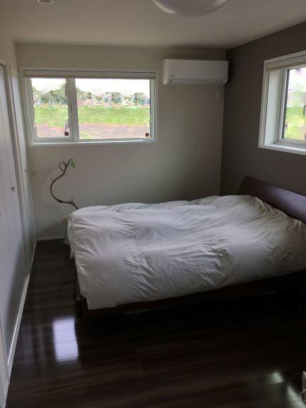 広めの主寝室