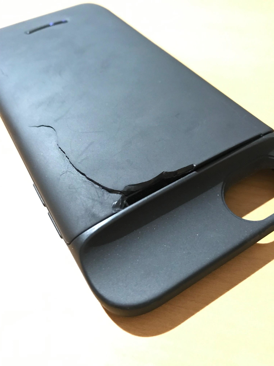 何もしてないのに壊れるiPhoneケース