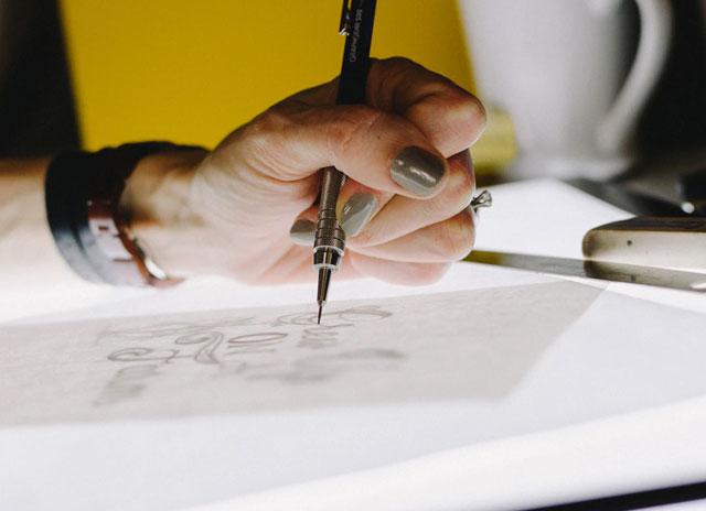 イラストを描いているところ