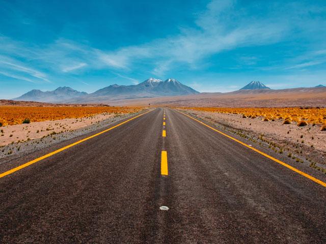 まっすぐに続く道