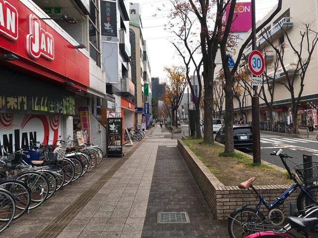 イオン古川橋店の横の道路