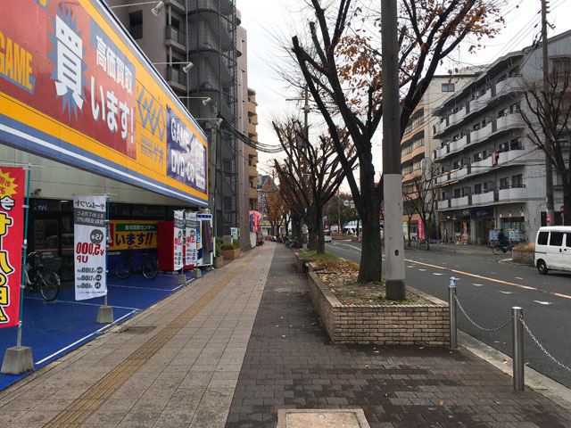 ゲオの前の道路