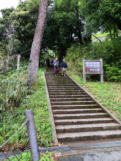 股のぞき場所への階段