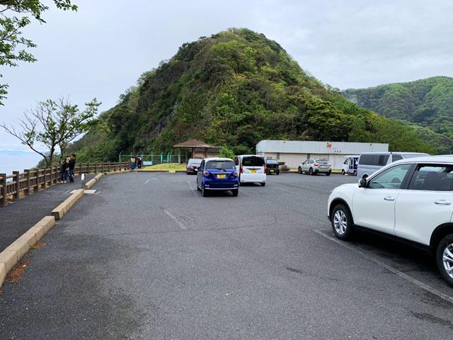 経ヶ岬 駐車場とお店