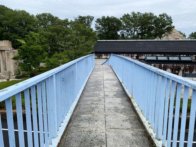 博石館 歩道橋