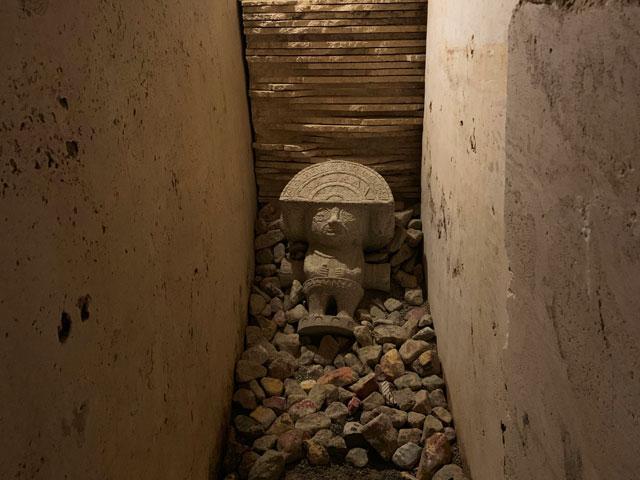 ピラミッド 迷路の置物