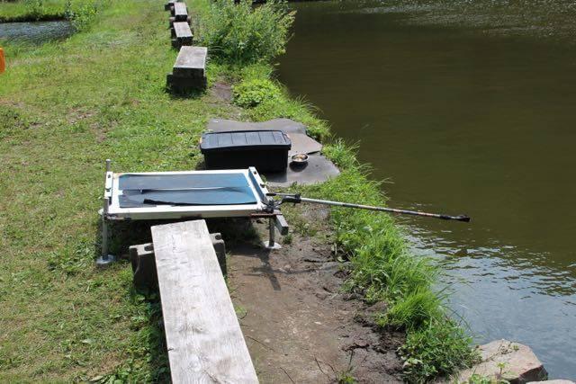 小林養鯉場 釣り台