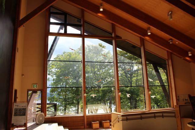 支笏湖ビジターセンター 窓