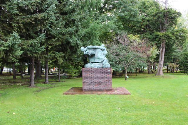 前庭の彫刻