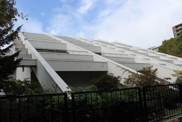 近代美術館 斜めの屋根